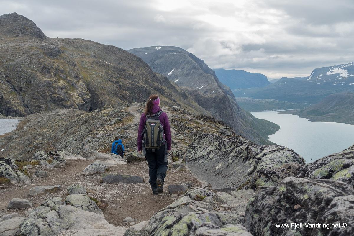 Besseggen - Flatt langs Bjørnbøltjønn