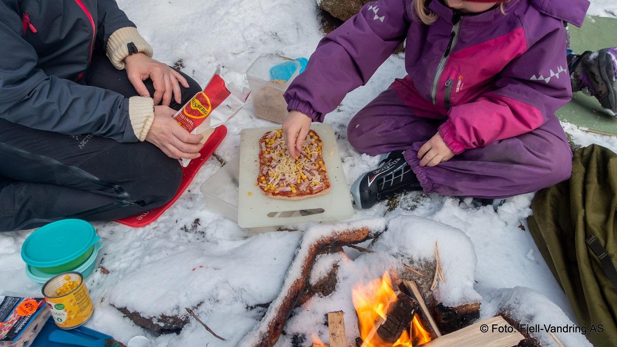 Pizzasnurr - Ta på ønskede ingredienser