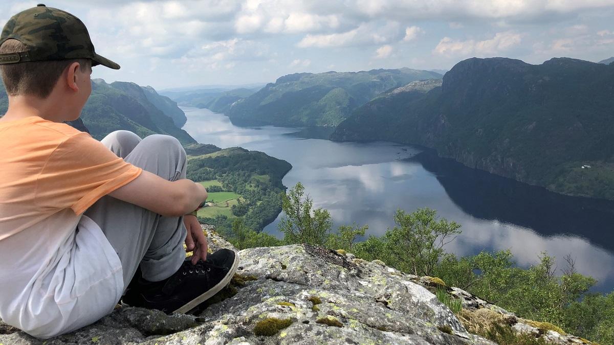 Smørkamdalen - Eivind nyter utsikten